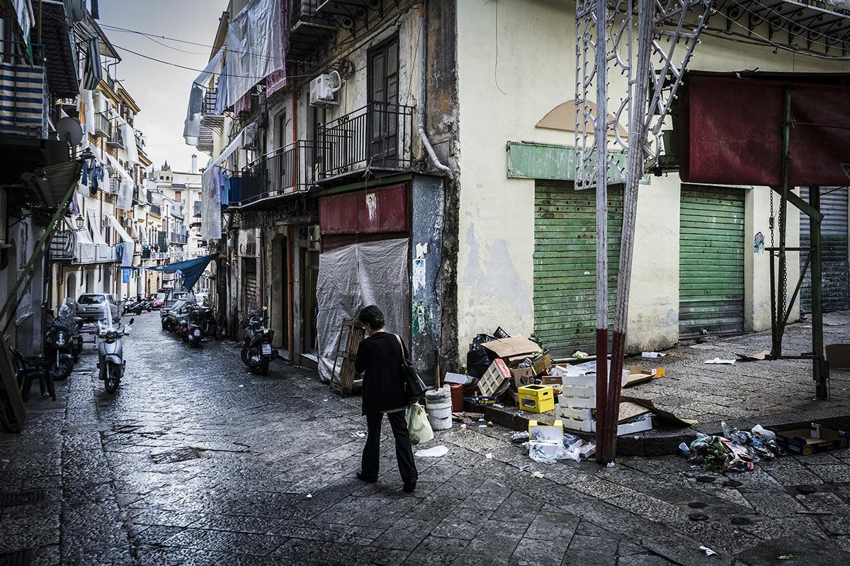 Palermo, Sicilien. Mellem kl. 13 og 16 er der eftermiddagspause, og næsten alt er lukket og slukket.